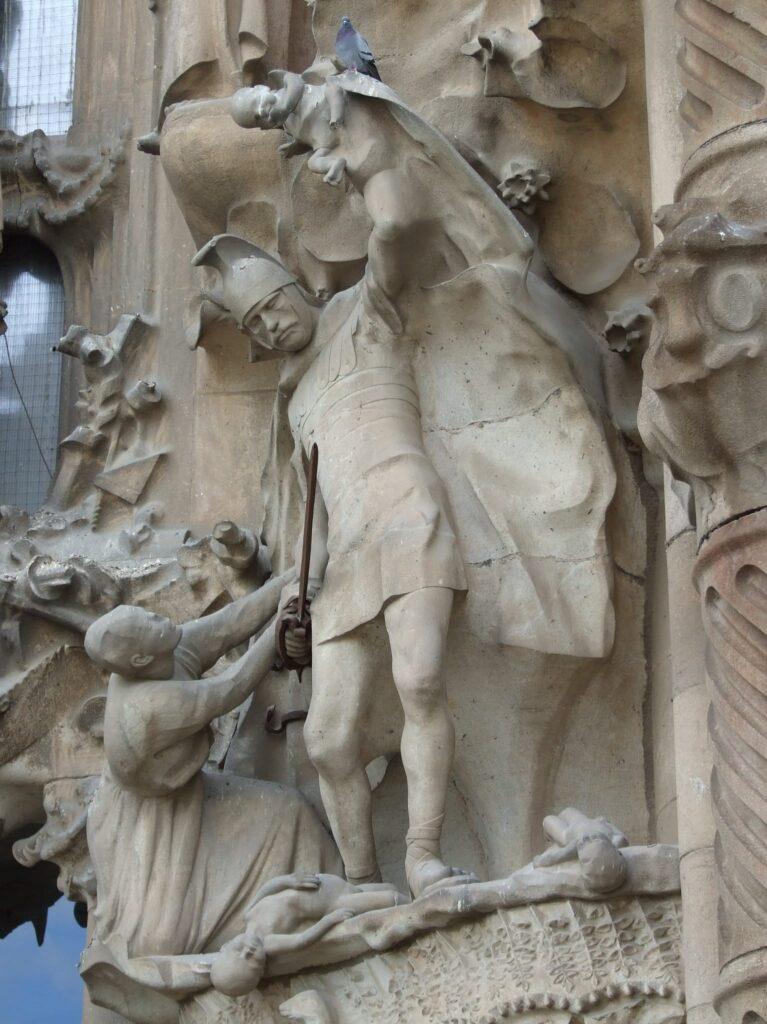 скульптуры на храме Святого семейства в Барселоне