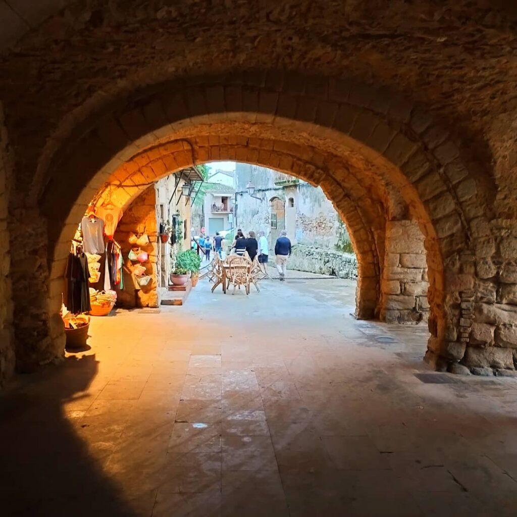 Палс - старинный город на Коста Брава